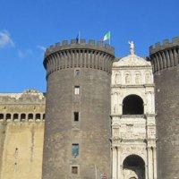 Napoli - Borse contraffatte, sequestro sulla passerella del Maschio Angioino