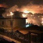 Torre del Greco - Vasto incendio in zona Cappella Bianchini, case evacuate