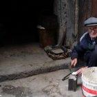 Torre Annunziata - Salvatore Fiorentino, detto Tore 'o russ: «A 89 anni chiudo la mia attività di riciclo di metalli»