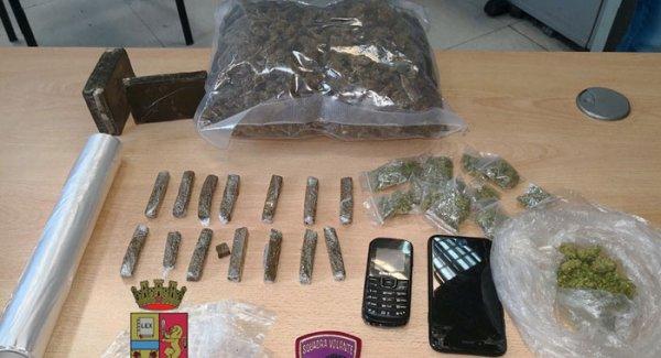 Napoli Controlli Antidroga Della Polizia Sequestro Di Hashish E Marijuana Torresette