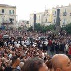 Torre del Greco - Crollo ponte a Genova, i funerali dei 4 giovani torresi. Il cardinale Sepe: «Colpa dell'uomo»