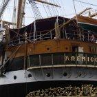 """Castellammare - La nave scuola """"Amerigo Vespucci"""" della Marina Militare ormeggia nel porto"""