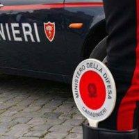 Non si ferma all'alt, fugge sull'auto e si schianta contro un muro: arrestato 25enne dell'Avellinese