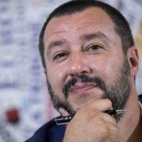 Lo spread vola a 290 punti. Il ministro Salvini ci mette lo zampino