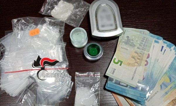 Le Cinesi A Letto.Terzigno Droga Sintetica In Camera Da Letto Arrestata Coppia Di