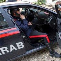 Donna 75enne ipovedente si sente sola a casa e chiama i carabinieri. I militari le vanno a fare compagnia